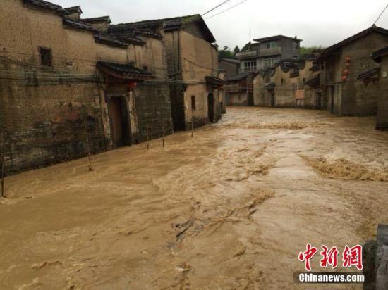持续暴雨洪水袭击 福建35万人受灾直接经济损失11.56亿