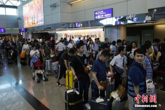台湾桃园机场发生火灾 未影响航班起降无伤亡