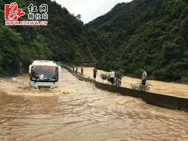 新化遭遇特大暴雨袭击 受灾人数达23.99万人