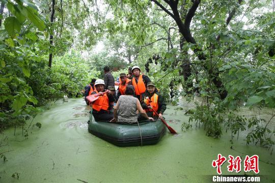 湖北仙桃暴雨袭村 汉江消防紧急转移200余人(图)