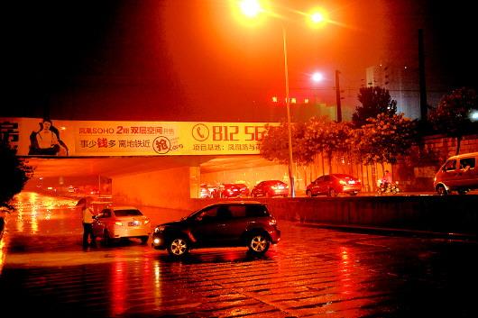 雷阵雨升级,省城局部暴雨突袭_fina
