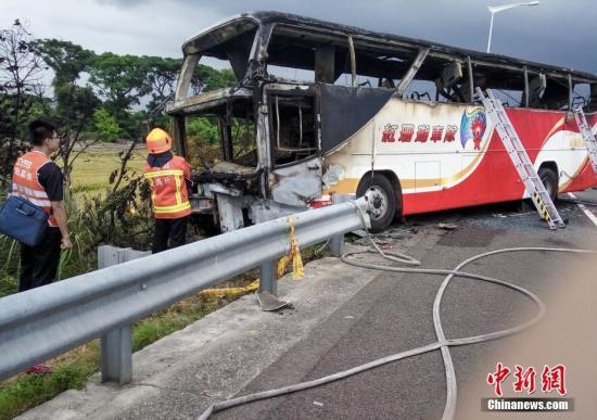 台游览车起火事故司机酒驾 不排除自焚