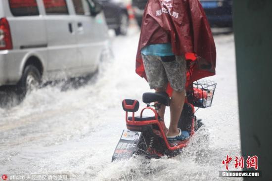 2016年7月20日,天津市出现暴雨,局部大暴雨。 关注 摄 图片来源:东方IC 版权作品