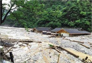九寨沟突发泥石流 多名重庆游客被困