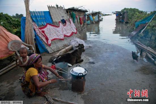 印度暴雨洪灾已致74人死亡 其中45人因雷击致死