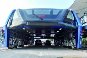 8月2日,巴铁1号试验车在河北秦皇岛启动综合试验后,引发了舆论质疑。