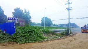 """位于河南周口的巴铁项目研发生产基地,投资100亿元的项目毫无施工迹象,曾宣称的""""2017年首辆巴铁下线""""仍是个问号。"""