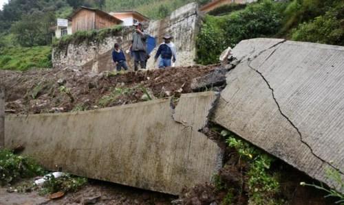 热带风暴袭击墨西哥引发暴雨土崩 至少38人丧命