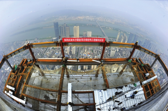 长沙国金中心项目钢结构封顶
