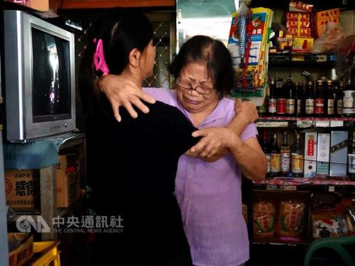 台湾旅游大巴福建遇山体滑坡 遇难者家人痛哭