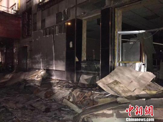 8月14日傍晚,兰州市一辆拉载电石的货车发生爆炸。图为爆炸现场。 刘军 摄