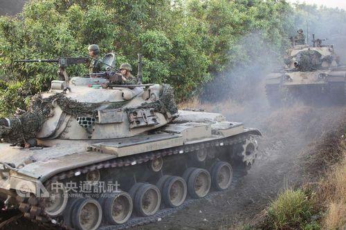 """图为2012年CM11战车参加演习。(台湾""""中央社""""档案照片)"""