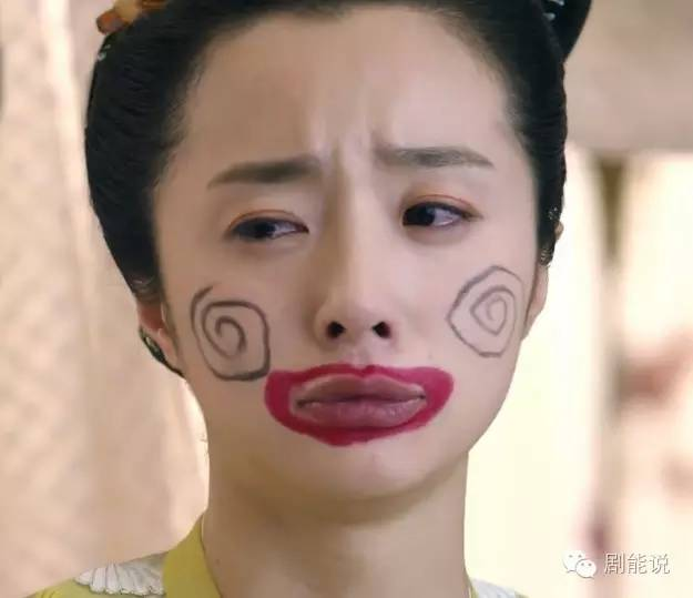"""恋夜秀场和pad护士-陈瑶还好,只是拿着藕……不知道是不是要给黄轻疯""""吃""""呢?   俩人图片"""