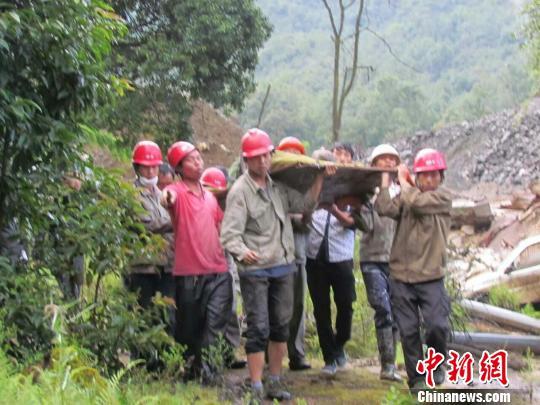 云南腾冲山洪致3死9伤仍有1人失联 现场救援正开展