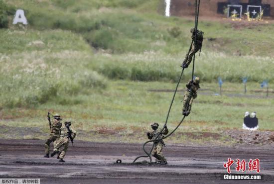 资料图:日本陆上自卫队举行年度富士综合火力演习。