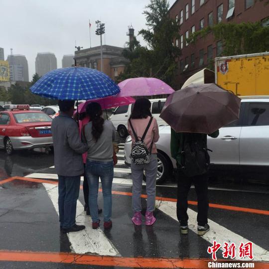 """台风""""狮子山""""进入东北 辽宁气温骤降"""