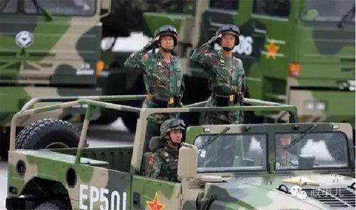 """在""""9·3""""阅兵中,孙永波作为高射炮兵方队的将军领队,与其他55名将军领队一齐参阅。"""