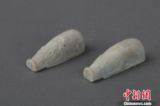 图为考古挖掘出土的文物滑石猪。 彭伟楸 摄