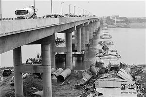 江西废弃大桥拆除时坍塌致3人失联