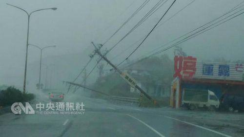 台风莫兰蒂袭击台湾致1死44伤 近百万户停电