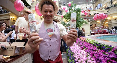 商家展示在中国受欢迎的俄罗斯冰激凌(俄罗斯卫星网)
