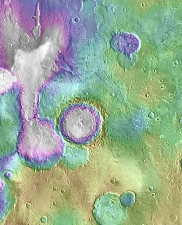 """图片显示的为火星上的""""心湖""""和其周边的湖泊系统。图片来源:NASA"""