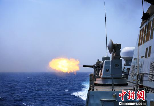 舰艇副炮对空防御射击。 谢坤 摄