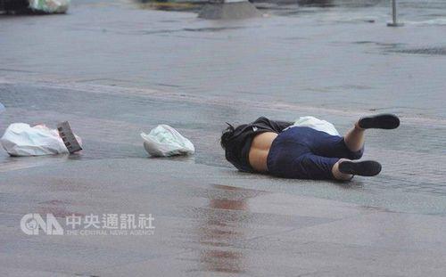 """台风""""鲇鱼""""袭台酿意外 全台52人受伤"""