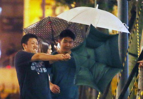 台风鲇鱼袭台湾:多航班车次停摆 15县市停班停课