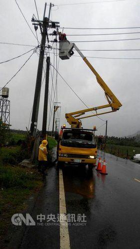 """台风""""鲇鱼""""来袭:台湾52人受伤 逾200万户停电"""