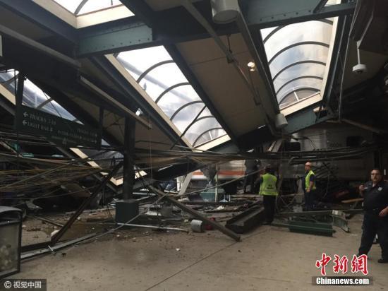 美国一列车发生脱轨事故 现场目击者:像是爆炸