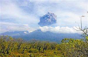 印尼火山爆发 超250名登山客失踪
