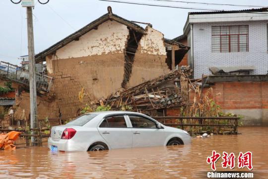 图为牟定发生强降雨洪涝灾害 钟欣 摄