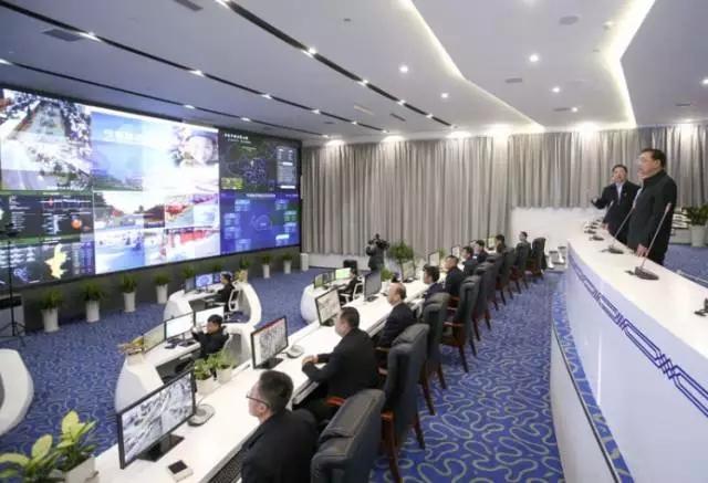 李克强2016年2月2日考察智慧宁夏综合展示中心。