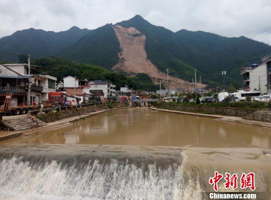 浙江山体滑坡遇难人数升至10人 仍有17人失联