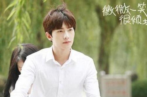 杨洋给粉丝泼冷水,六月天香琼蕊秀:你不可能是嫁给我的那个人