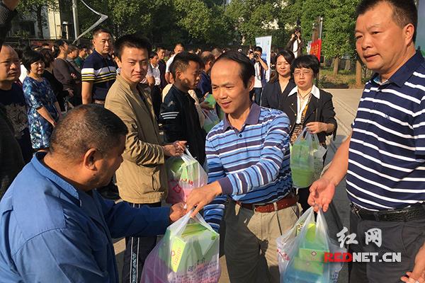 """湘潭市开展第""""世界精神卫生日""""暨群众工作日活动"""