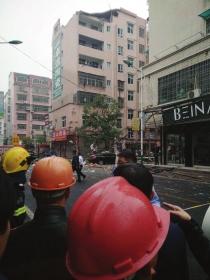10月13日下午,永兴县,一住宅楼发生爆炸,顶层墙体大多已经坍塌。图/受访者提供