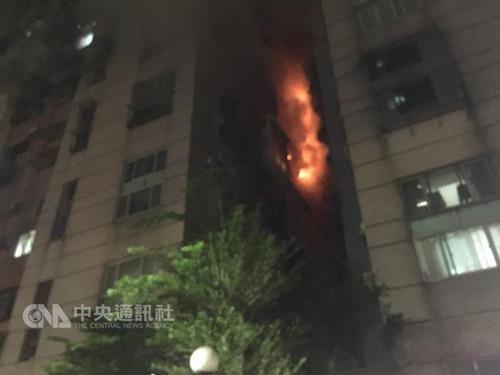 台湾一处小区深夜发生火灾致1死7伤