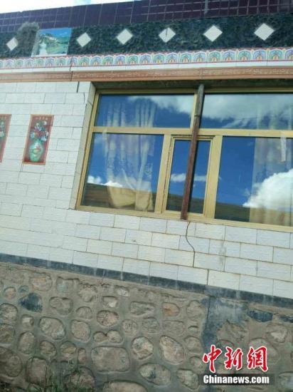 10月17日15时14分,在青海省玉树藏族自治州杂多县(北纬32.81°,东经94.93°)发生6.2级地震,震源深度9公里。震中距离杂多县城57公里,距离最近的阿多乡20公里。钟欣 摄
