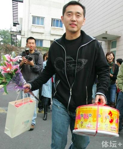 孔令辉41岁生日快乐                                乒坛王子到孔指导已过20年