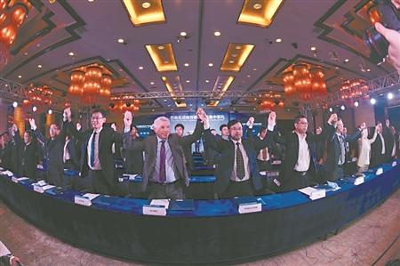 2016年10月18日,巴南区举行战略性新兴产业项目签约,签约项目52个,总投资376亿。 受访者供图