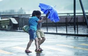 """台风""""海马""""袭香港"""