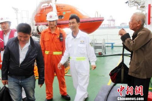 冷空气南下 湛江水泥船遇险2人获救