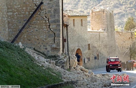 意大利连发多次地震 总理承诺重建遭毁建筑