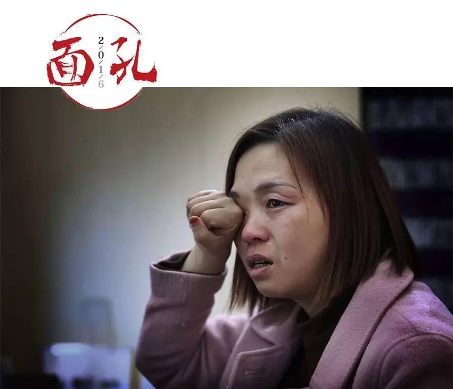 10月27日,洛阳,王娜娜的告白店内。王娜娜讲到本人的大学梦时,流下眼泪。 新京报记者 尹亚飞 摄