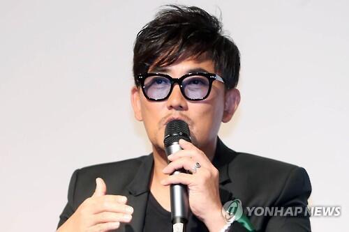 韩歌手李承哲否认与崔顺实有瓜葛 称素未谋面