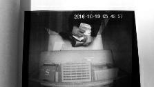 男子捡银行卡猜中密码取4万余元 一家3口全涉罪