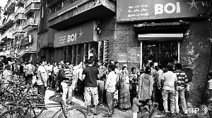 印度大额纸币退市 有人焚烧大笔现金(图)
