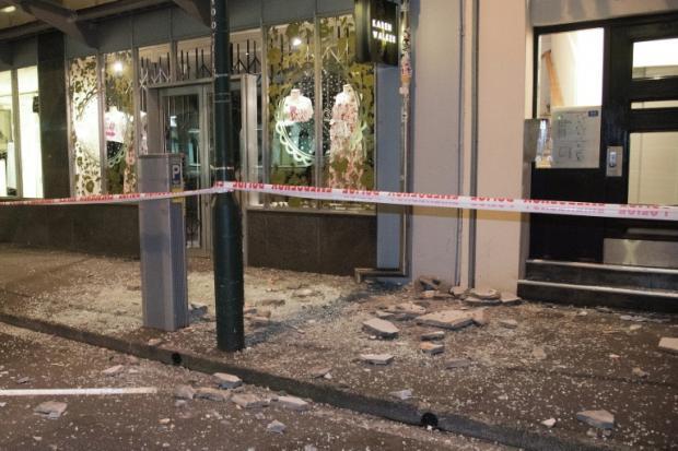 新西兰总理:近8级地震至少导致2人死亡